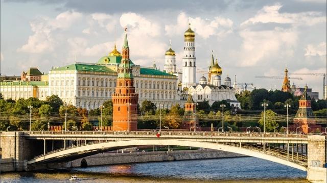 Индивидуальные экскурсии<br /> по пригородам и Золотому Кольцу